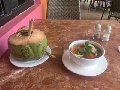 普通にフィリピン料理もあります