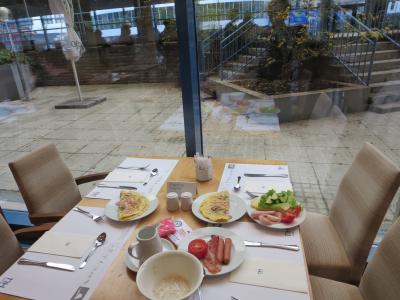 朝食、生野菜もあります