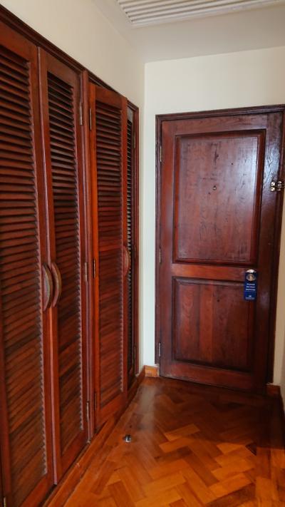 部屋の中のドア