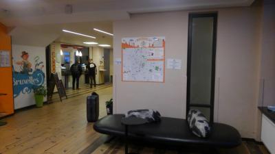 ブリュッセル中央駅・北駅のほぼ中間に位置するホステルです.