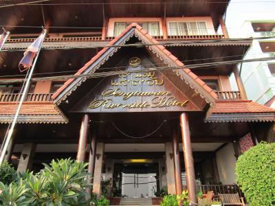 セン タワン リバーサイド ホテルの5階からメコン川越しの夕日鑑賞