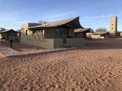 ナミブ砂漠の入口目の前にある高級ロッジ