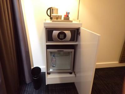 冷蔵庫とセーフティボックス