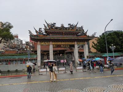 台北のパワースポット龍山寺すぐそば