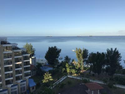 ビーチ沿いで眺めは最高です