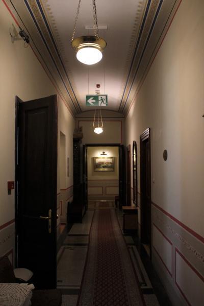 廊下もこんな感じで趣があります。