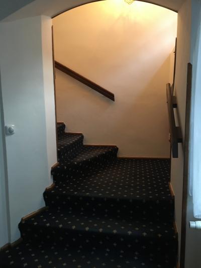 館内にEV設備は無く階段のみ