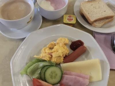 朝食はブッフェスタイル