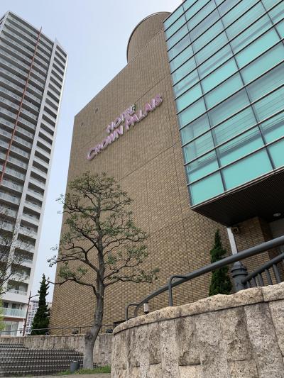 紫川のほとりに建つホテル
