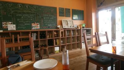 教室をそのまま利用した食堂も
