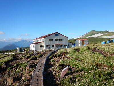五色ヶ原山荘…花の楽園にあります。