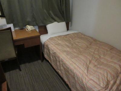 部屋は狭いですが価格は安かったです