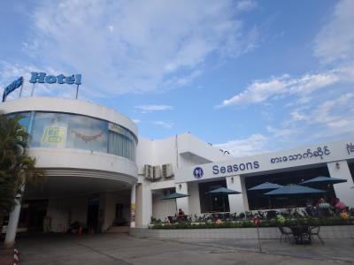 ヤンゴン空港から歩いて行けるホテルで、1人で泊まって1泊6,700円強でした。