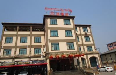 昼食はビエンチャン空港近くの中国料理店「福漏(満)楼」fu man lou vientiane