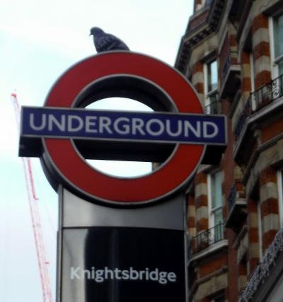 ハロッズに行くのに便利 ナイツブリッジ駅