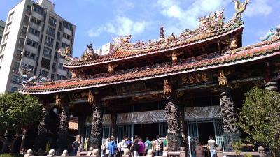 「神様のデパート」台北最古のお寺「龍山寺(ロンサンスー)」です。