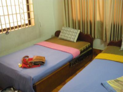 シングル個室。5USD/泊。