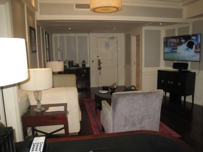 リビングの左右に寝室がそれぞれあります。