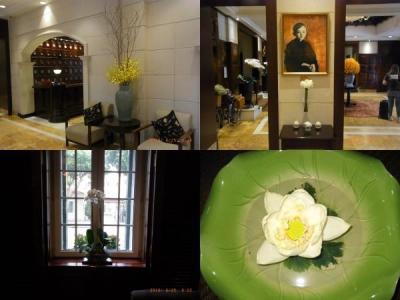 歴史あるホテル内にはいろいろな生花が飾られています