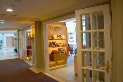 ゴディバの店舗併設です