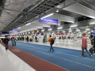 LCC専用ターミナルで、質素な建物ですが、機能性と清潔感では優れています。