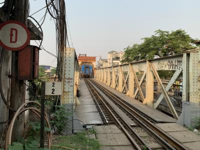 通過する電車が間近で観られます!