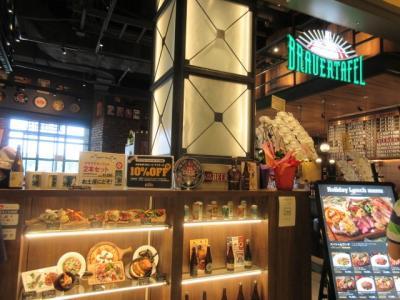 アトレ竹芝内のブラウアターフェル。インポートアルコールが豊富なカジュアルレストラン
