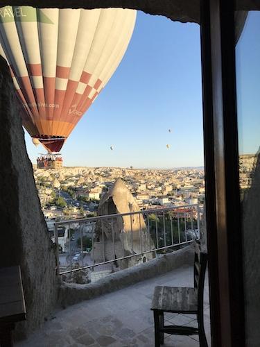 眺望最高!屋上テラスと客室バルコニーから奇岩と熱気球を眺めることができます