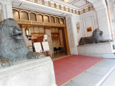 本店のライオン像