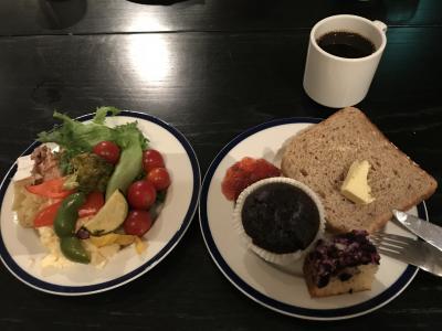 朝食ビュッフェは野菜もフルーツも豊富
