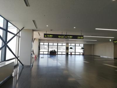 モノレールからすぐのコンパクトな空港
