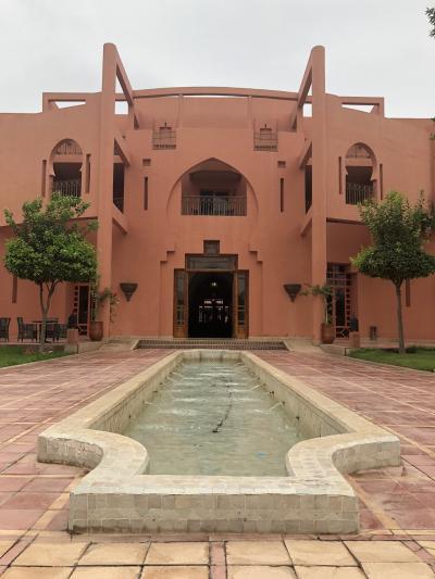 ホテルの外観はアラビアンな感じです
