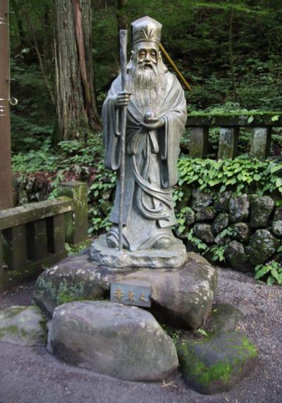 榛名神社参拝の起点随神門から本殿までの550mの参道に点在する銅製の七福神です。