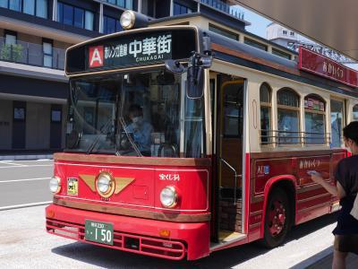 レトロな車体の周遊バス