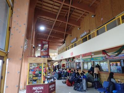 長距離バスのターミナル