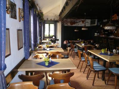 ニュルンベルク:カイザーブルク(帝国城)傍にあるレストラン ブルグヴェヒターでお茶にした。