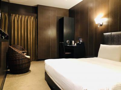 お部屋は、くつろぎスペースもあり十分な広さ。