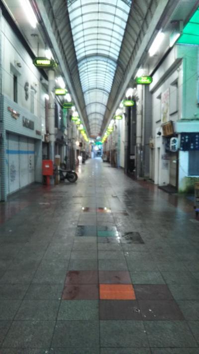 昭和の香りが漂うレトロなアーケード商店街。