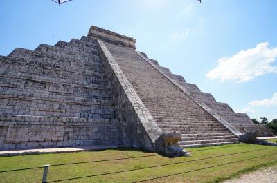 マヤ文明の壮大な建造物がここにあります