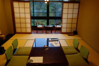 鶴仙渓に面した老舗ホテル