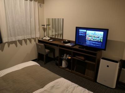 バスルームが狭いが清潔感のあるビジネスホテル
