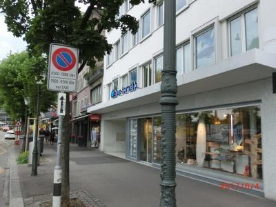 Bodum Storeは閉業ですが、リマト通りはリマト川に沿った道でGrossmünster寺院がある。