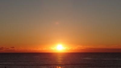 部屋から見る素晴らしい日の出