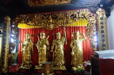 ハロン湾の側にある寺院