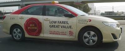 土色(砂漠色)のタクシー...アフガンから来た運転手...ちょいヤバそうだけど...でも安全...かな...たぶん...(市内タクシー/ドバイ)