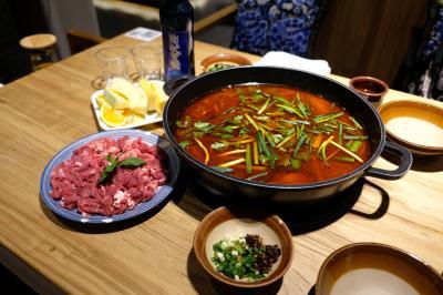 貴州を代表する鍋の一つ「酸湯牛肉」を堪能できる店