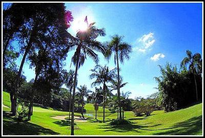コロニア(日系ブラジル人)中心のゴルフクラブ=PLゴルフクラブの横=(アルジャ/サンパウロ/ブラジル)