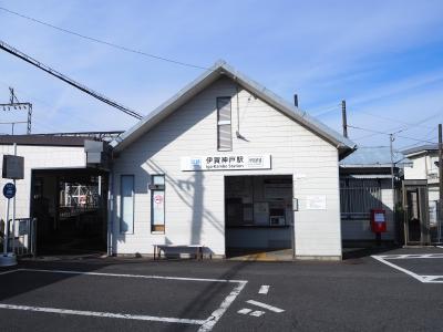 近鉄と伊賀鉄道の接続駅ですが、自販機ぐらいしかありません