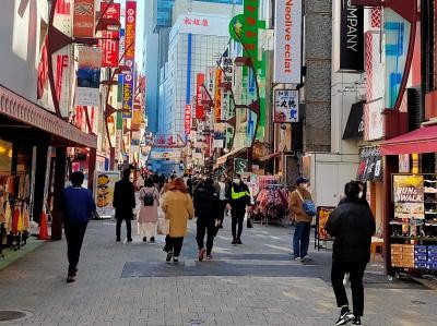 多くの買い物客、観光客は「上中」と「アメ横」の両方の商店街を、意識せずぐるぐる回って楽しんでいると思います。