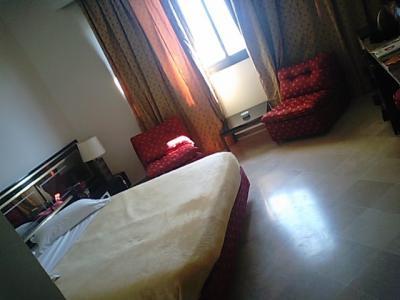 古めかしい安ホテル